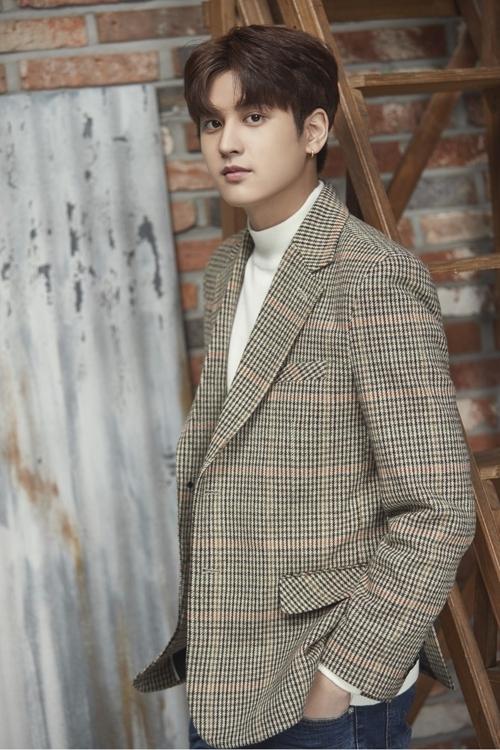 iKON成员郑粲右(韩联社/YG娱乐提供)