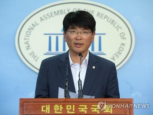 资料图片:共同民主党首席发言人朴完柱(韩联社)
