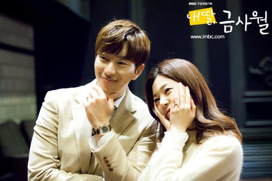 尹贤敏(左)与白珍熙(《我的女儿琴四月》官网图片)