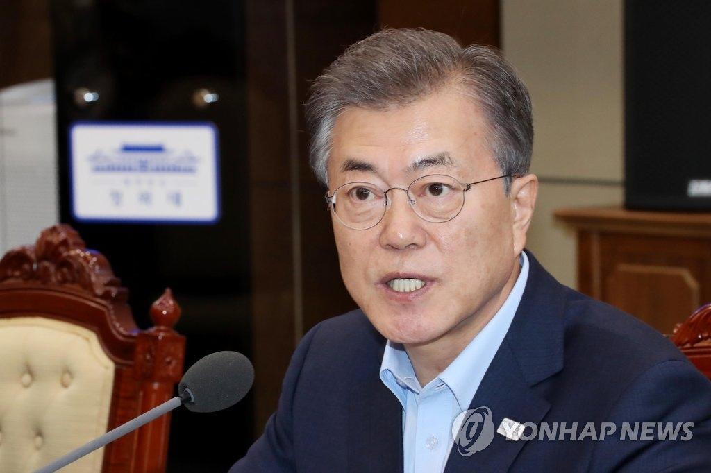 1月29日,在青瓦台,韩国总统文在寅主持召开首席秘书、辅佐官会议。(韩联社)