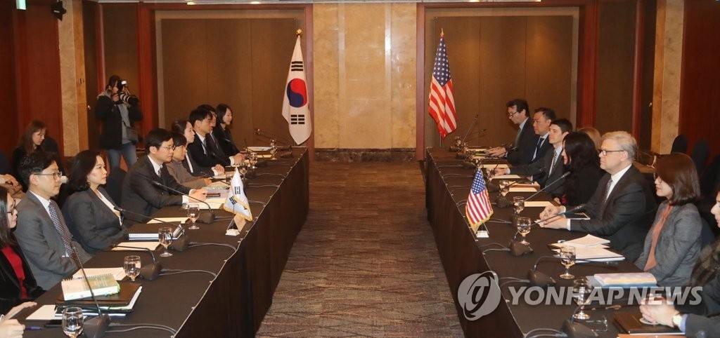 1月31日,在首尔,韩美举行有关修改自由贸易协定谈判的第二轮协商。(韩联社)
