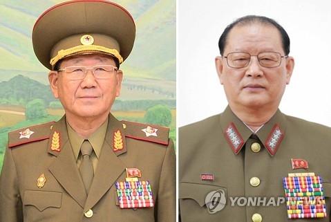 资料图片:总政治局长黄炳誓(左)、第一副局长金元弘(韩联社)