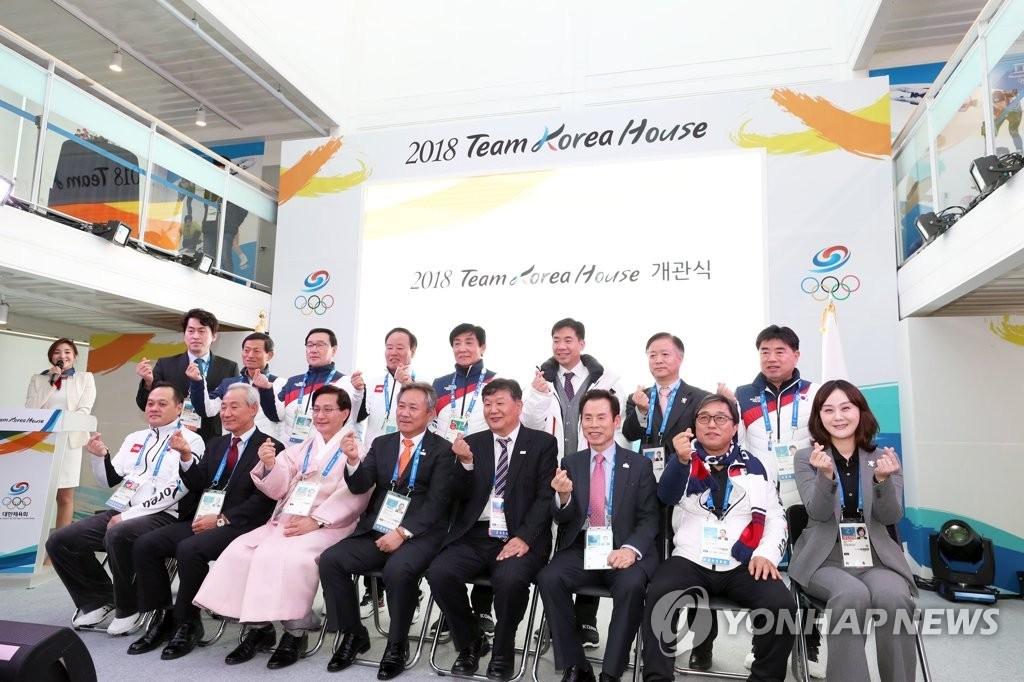 """出席""""韩国之家""""开馆仪式的嘉宾合影。(韩联社)"""