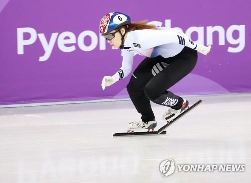 资料图片:2月10日,在江陵冰上运动场,崔珉祯在比赛中。(韩联社)