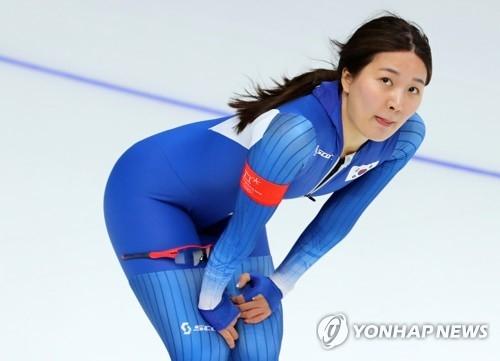 韩国选手朴胜羲在比赛结束后确认自己的成绩。(韩联社)