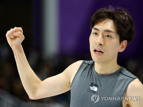 李承勋确认成绩后握拳庆祝。(韩联社)