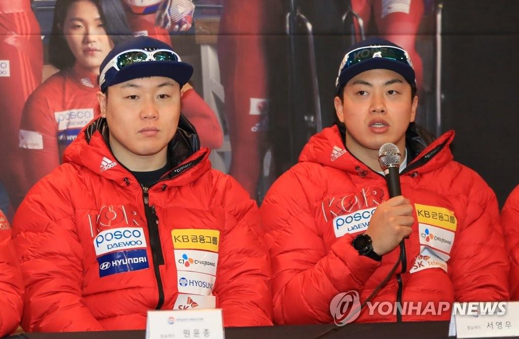 资料图片:1月31日,元允宗(左)和徐英瑀两项韩国雪车和钢架雪车代表队的媒体日活动。(韩联社)