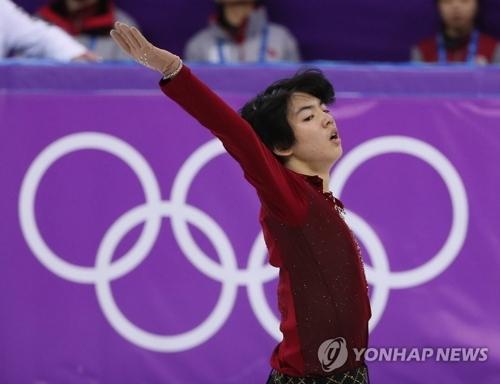 2月16日,在江陵冰上运动场,参加花样滑冰男单短节目比赛的韩国选手车俊焕在进行表演。(韩联社)