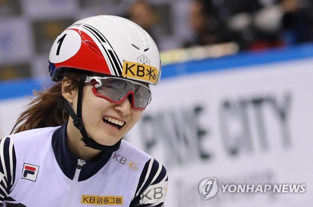 资料图片:崔珉祯在2016/2017赛季世界杯500米项目上摘金。(韩联社)
