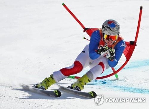 资料图片:2月18日,在江原道龙坪高山滑雪中心,韩国选手金东宇(音)在比赛中。(韩联社)