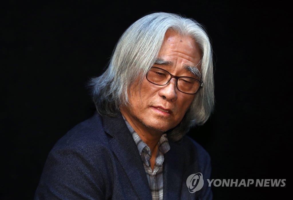 韩话剧名导李润泽就性骚扰道歉