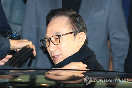 资料图片:韩国前总统李明博 (韩联社)