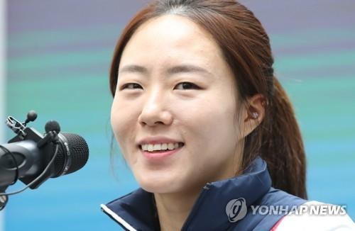 """1月19日,在江陵奥林匹克公园内的""""韩国之家"""",韩国速度滑冰选手李相花在记者会上答问。(韩联社)"""