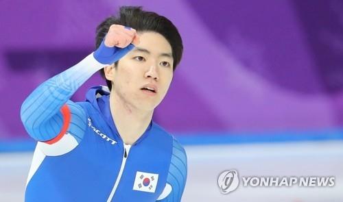 2月19日,在江陵速滑馆,韩国选手车旼奎在平昌冬奥会速滑男子500米项目中摘得银牌。(韩联社)