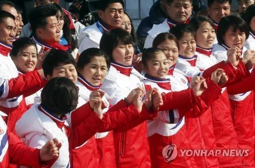 资料图片:参加平昌冬奥会的朝鲜拉拉队(韩联社)