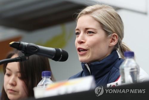 2月21日下午,在江陵市奥林匹克公园的韩国之家,默里在韩朝冰球奥运联队记者会上答记者问。(韩联社)