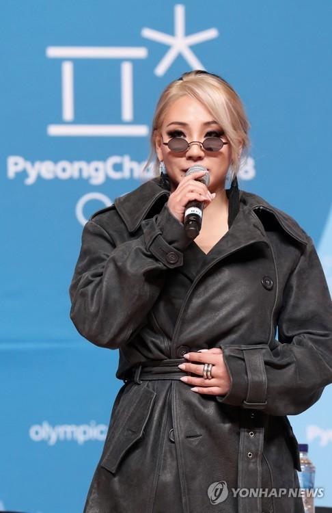 2月21日下午,在平昌冬奥主新闻中心,CL在冬奥闭幕演出艺人记者座谈会上答问。(韩联社)