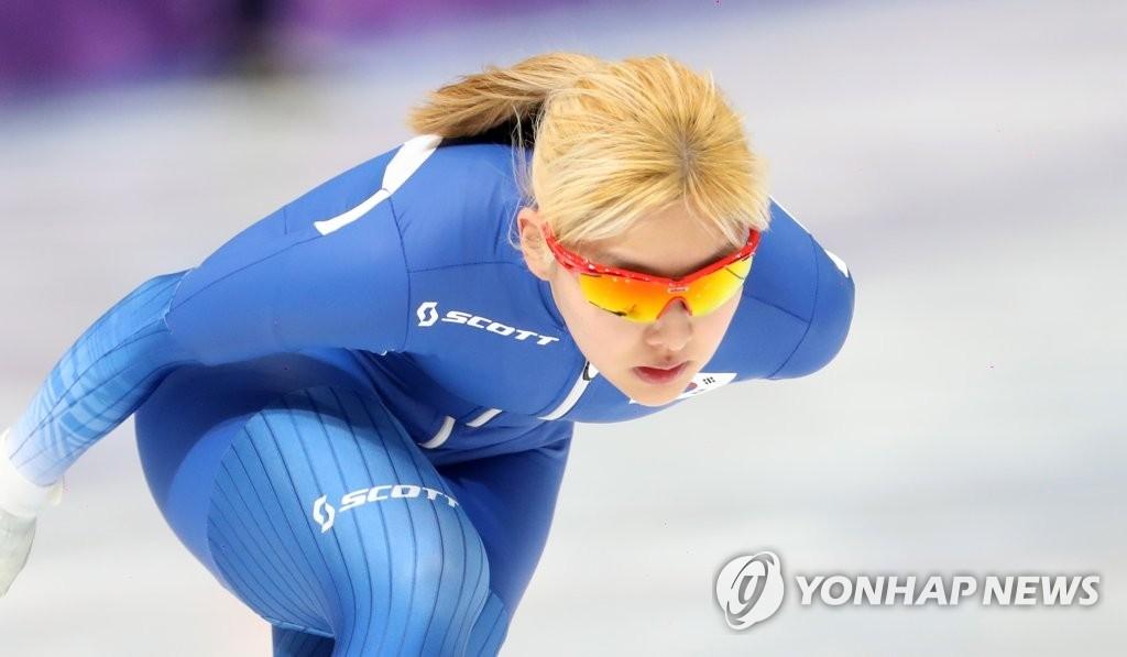 资料图片:2月21日,在江陵速滑馆,韩国速滑选手金宝凛在进行训练。(韩联社)