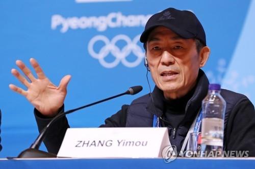 2月24日,在平昌冬奥会主新闻中心,中国著名导演张艺谋在记者会上发言。(韩联社)