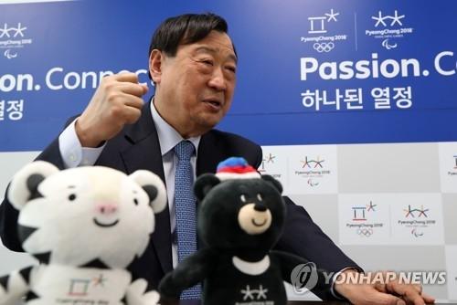 资料图片:2月23日,在平昌冬奥会组委会办公室,李熙范接受韩联社的专访。(韩联社)