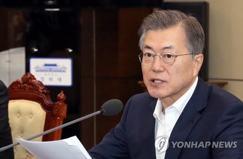 2月26日,在青瓦台,韩国总统文在寅在青瓦台首席秘书和辅佐官会议上发言。(韩联社)