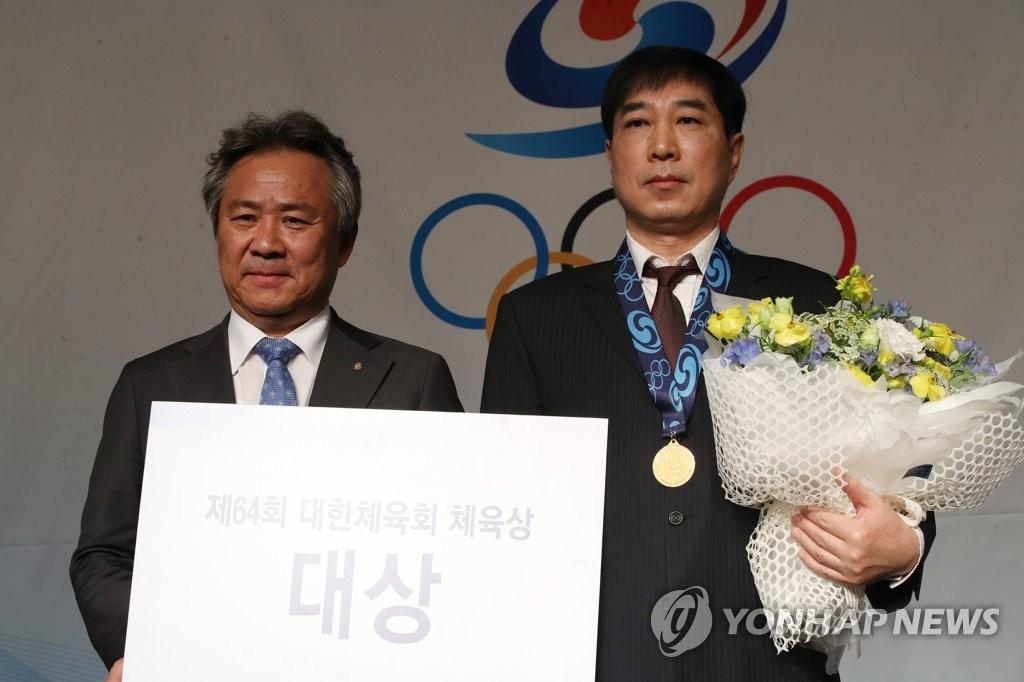 速滑新星金民锡获颁大韩体育会体育大奖