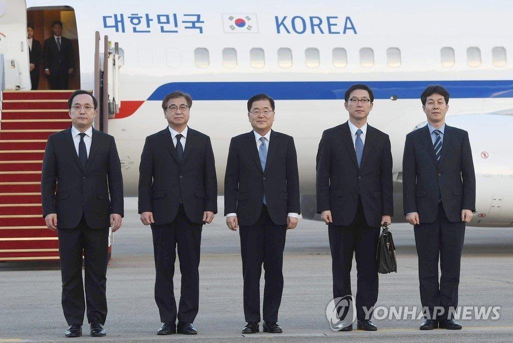 3月6日,在城南首尔机场,总统特使团访朝后返回。(韩联社)