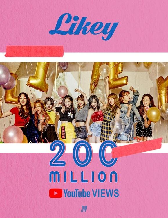 女团TWICE《Likey》MV破2亿次纪念海报(韩联社/JYP娱乐提供)