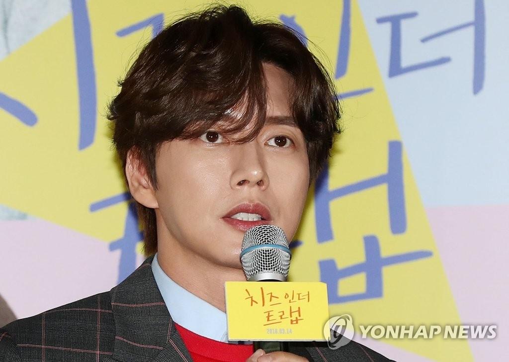 资料图片:3月7日下午,在首尔星聚汇CGV影院龙山店,演员朴海镇出席电影《奶酪陷阱》试映会。(韩联社)