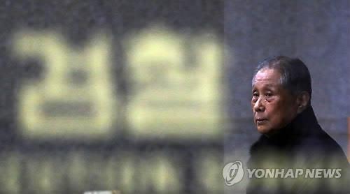 资料图片:李明博兄长李相恩(韩联社)