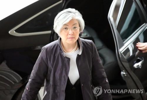 3月14日上午,在韩国外交部,康京和照常上班。(韩联社)