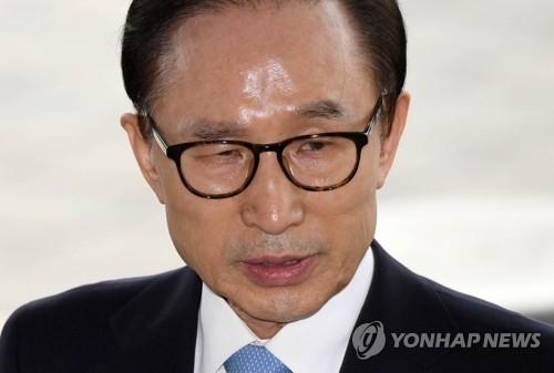 韩检方:前总统李明博否认主要指控继续受讯