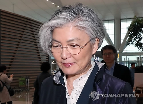 3月15日上午,在仁川机场,康京和准备登机赴美。(韩联社)