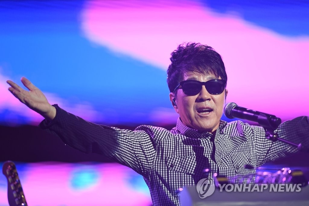 资料图片:赵容弼出道50周年演唱会(韩联社/赵容弼出道50周年推进委员会提供)