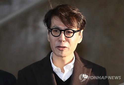 3月20日,在首尔南北会谈本部,尹相率团启程赴会前进行发言。(韩联社)