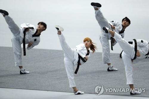 跆拳道示范团(韩联社/美联社)