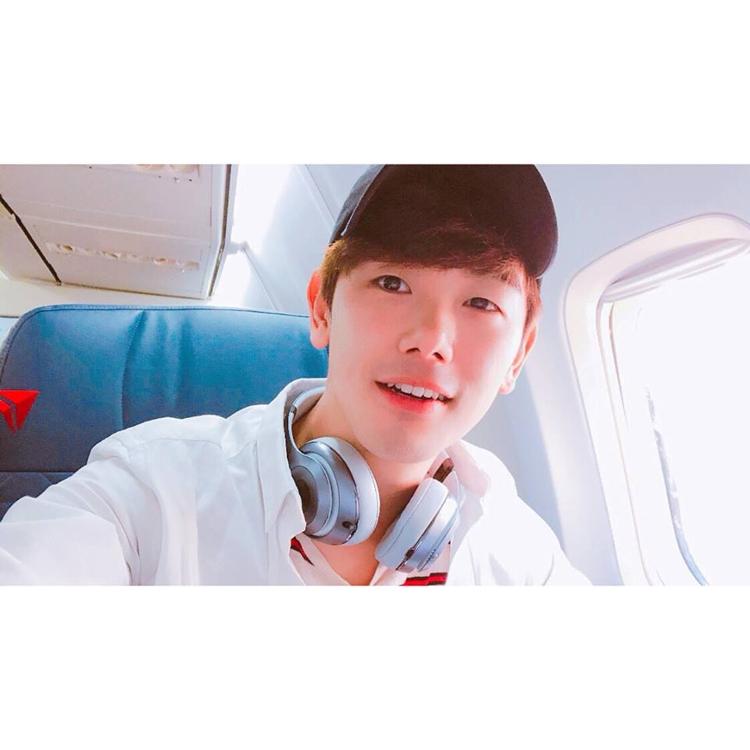 歌手Eric Nam(官方脸谱)