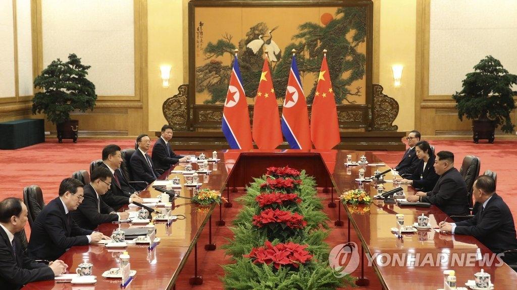 3月26日,在北京人民大会堂,中国国家主席习近平与朝鲜劳动党委员长金正恩举行会谈。(韩联社/美联社)
