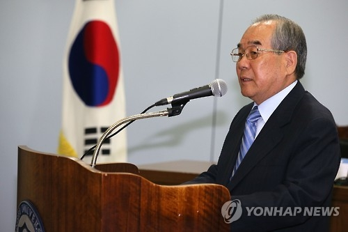 资料图片:2015年6月9日,在延世大学金大中图书馆,林东源为纪念韩朝首次首脑会谈15周年的一场学术会议发表主旨演讲。(韩联社)