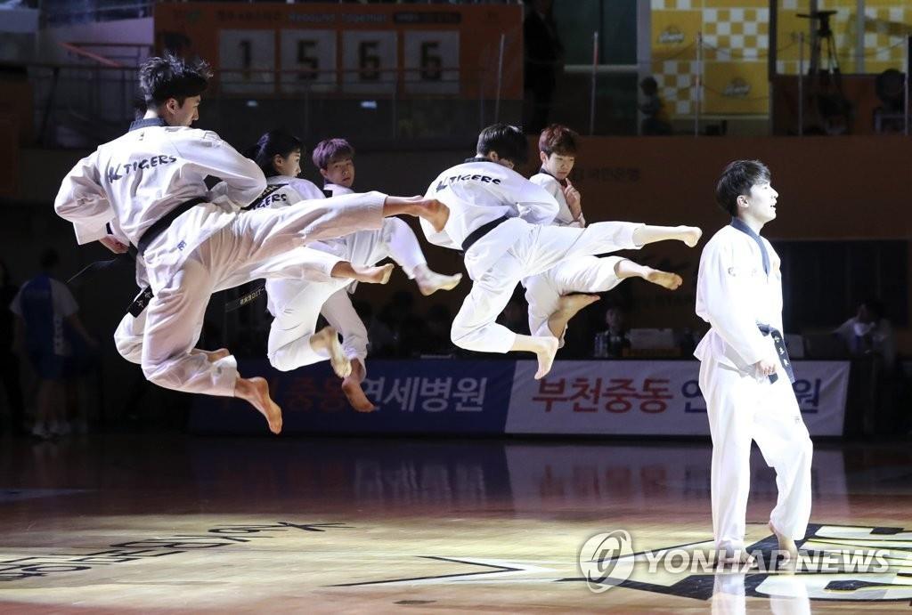 资料图片:平昌冬奥会上的跆拳道表演(韩联社)