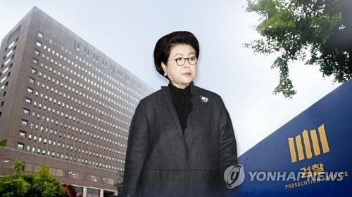 图为韩国前总统李明博妻子金润玉。(韩联社)
