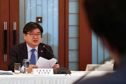 韩国企划财政部第二次官金容振 (韩联社/企划财政部提供)
