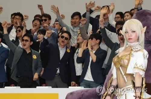 资料图片:2017年5月12日,Netmarble上市仪式在韩国交易所举行。(韩联社)