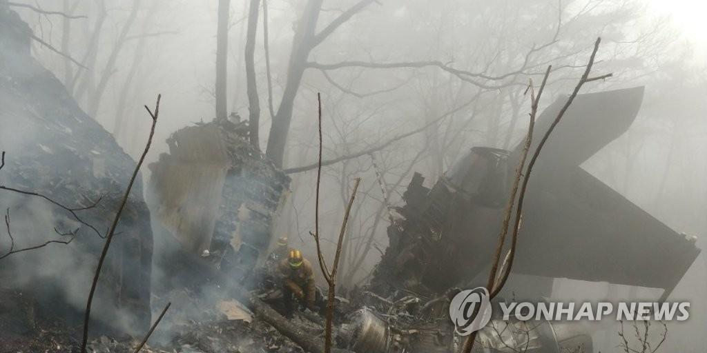 图为4月5日下午在庆尚北道漆谷郡坠毁的F-15K战斗机。(韩联社)