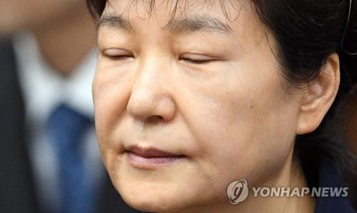 资料图片:2017年5月23日上午,在首尔中央地方法院,涉贿被诉的朴槿惠到庭。(韩联社)