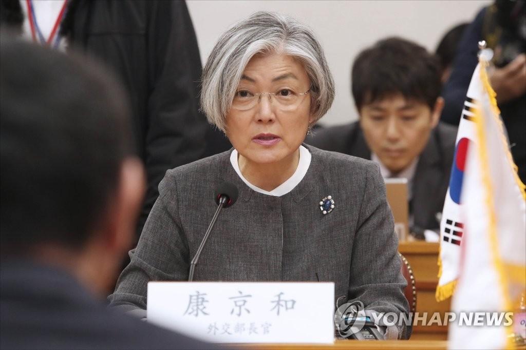 4月11日,在首尔韩国外交部大楼,韩国外长康京和在韩日外长会谈上致辞。(韩联社)