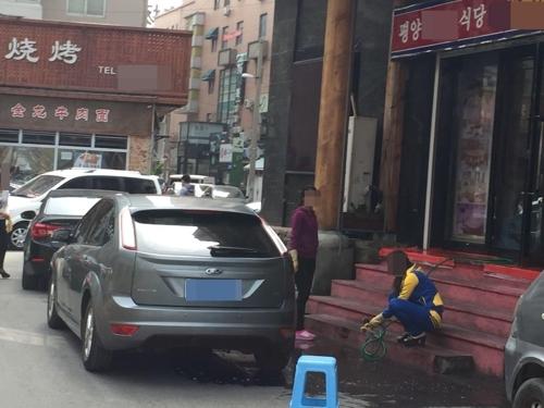 沈阳一家准备重开的朝鲜餐厅员工们(韩联社)