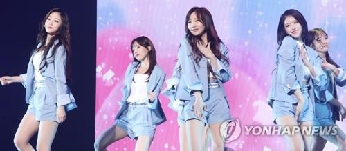 Lovelyz新歌抢听会舞台(韩联社)