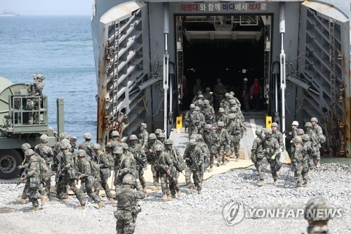 图为双龙联合登陆演习照,摄于本月3日。(韩联社)
