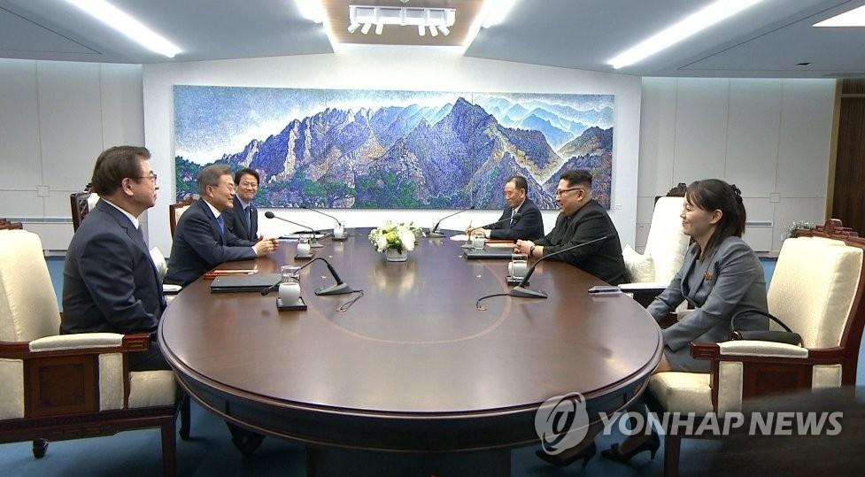 韩朝首脑会谈现场(韩联社/韩联社TV截图)